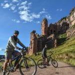 Mit den E-Mountainbikes in Richtung Puno, Peru