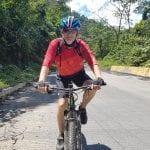 Radler Ralf im Sonnenschein unterwegs in Kolumbien
