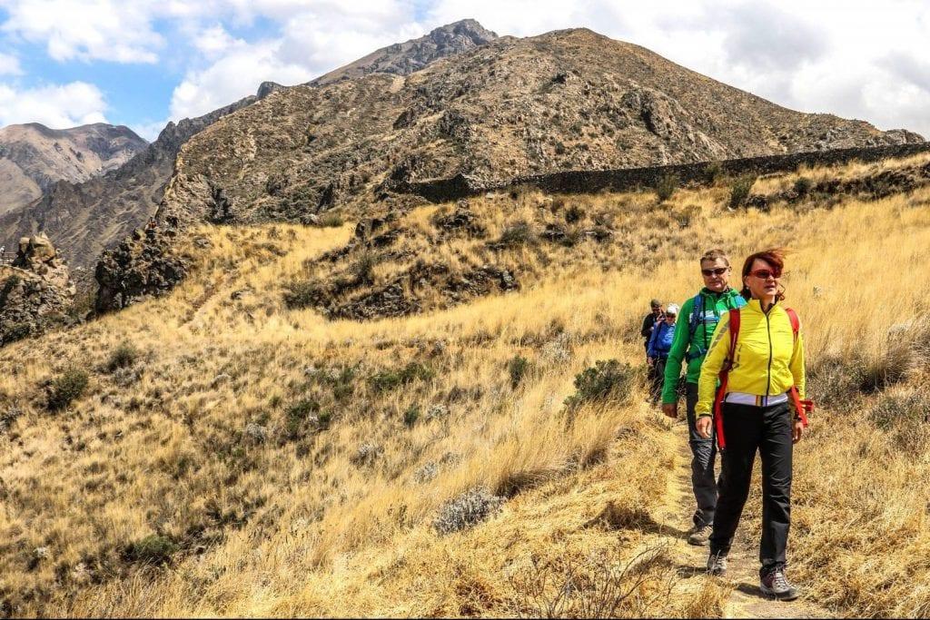 Colca Canyon Wanderer auf dem Weg nach unten von der Chimpa Festung