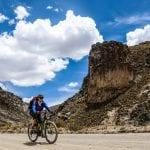 2 eBiker auf Schotterpiste im Colca Canyon
