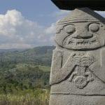 Steinfigur in archäologischer Stätte von San Agustín
