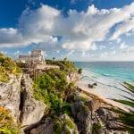 Strand von Tulum mit archäologischer Stätte
