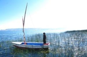 Segeltour auf dem Titicacasee - am Seeufer in Luquina Chico