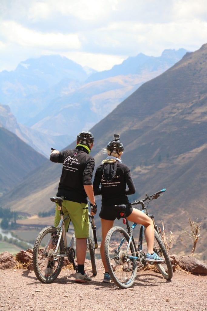 Blick in einen Canyon auf der E-Bike-Reise durch den Süden Perus.