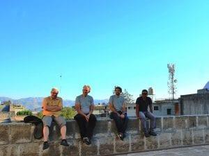 Arequipa, Ausruhen auf einer Mauer