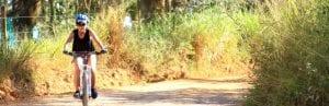 Fahrradfahrerin in Kolumbien