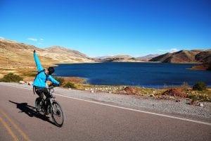 Radfahren entlang einer der Lagunen an der 4-Lagunen Route