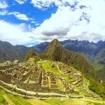 Machu Picchu mit Huayna Picchu im Hintergrund