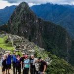 Rad-Gruppe vor den Ruinen von Machu Picchu