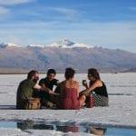 Ein Picknick in der Salzwüste Argentiniens
