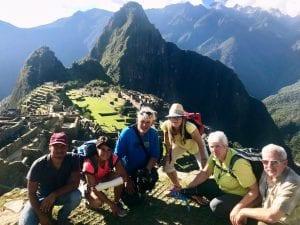 Foto von Reisegruppe vor dem Machu Picchu
